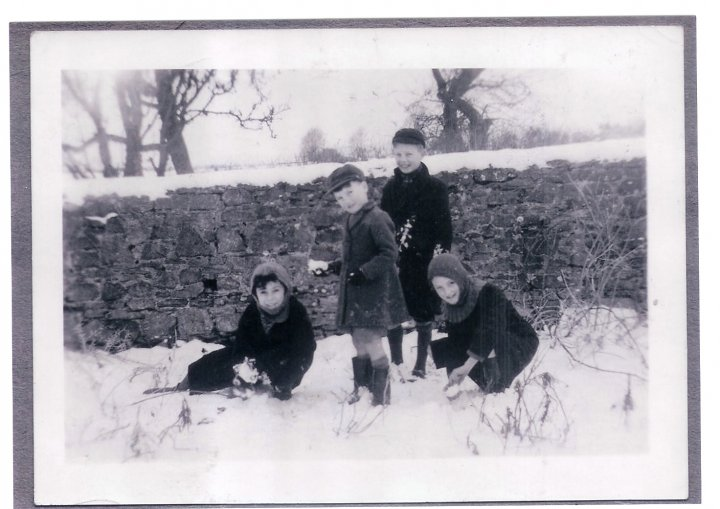 Snowballs in Pilton 1948